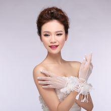Короткие белые свадебные перчатки